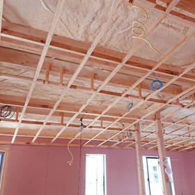 天井の施工中