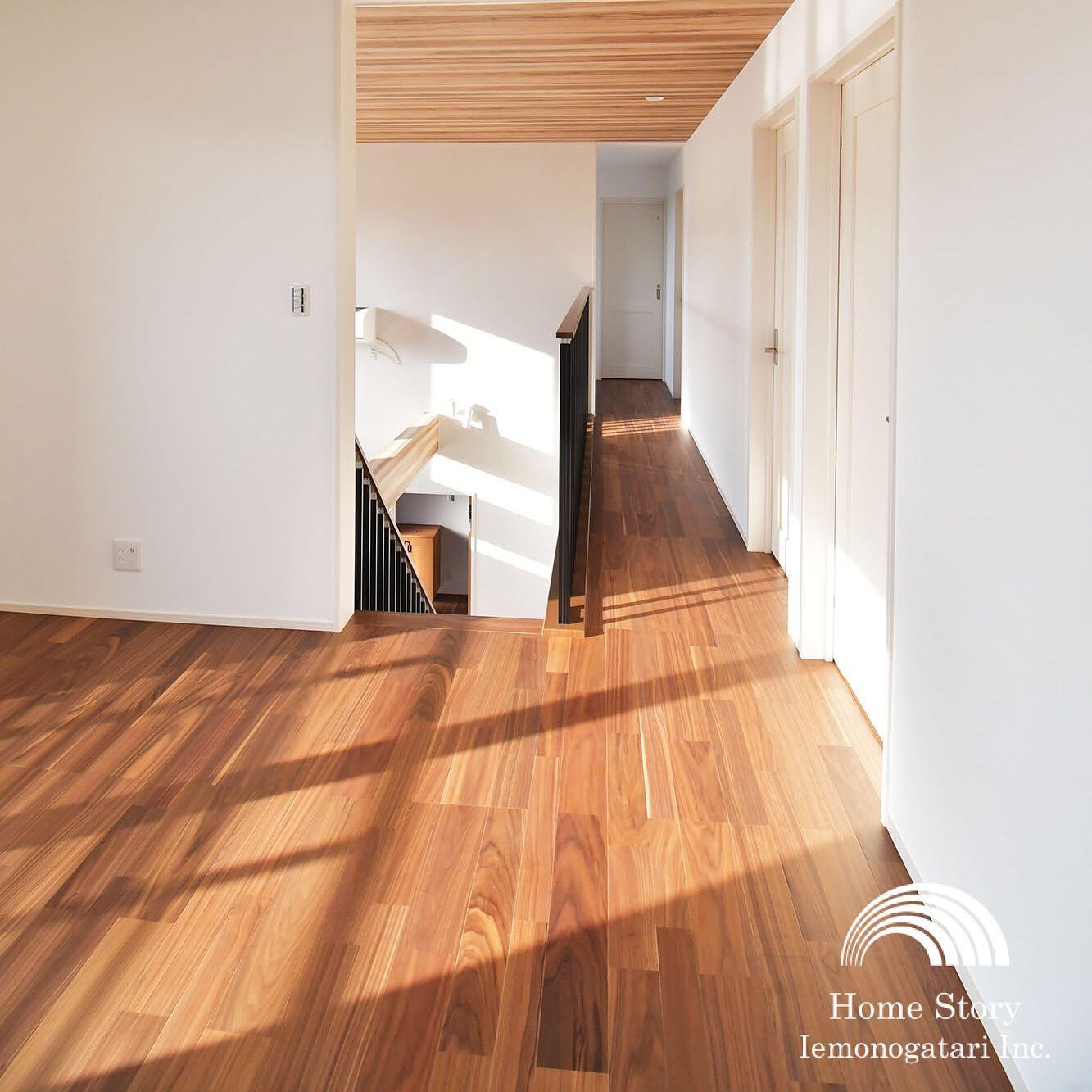 扉のないセカンドリビングは吹き抜けとつなげると開放的でお部屋が広く感じます